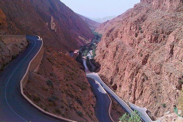 desenclavement de tamazirte ,Les Routes de l'Atlas Marocain Maroko_dolina_dades